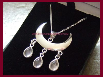 Wiccan Moon Blessings Necklace - Rose Quartz